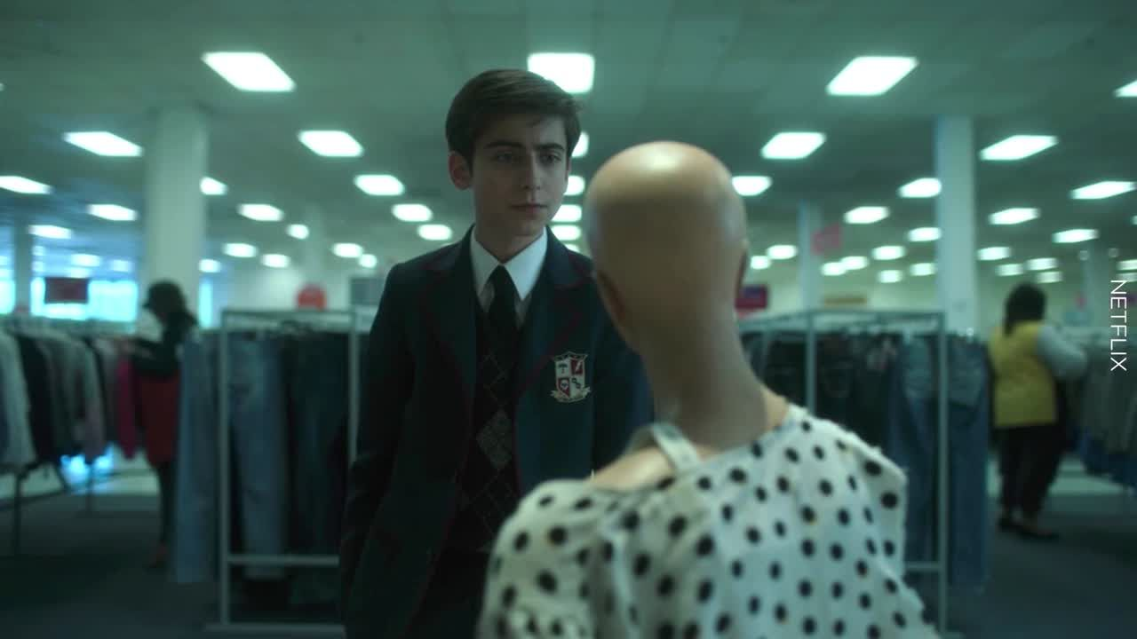 Does this Umbrella Academy moment prove that Number Five's mannequin girlfriend is real?