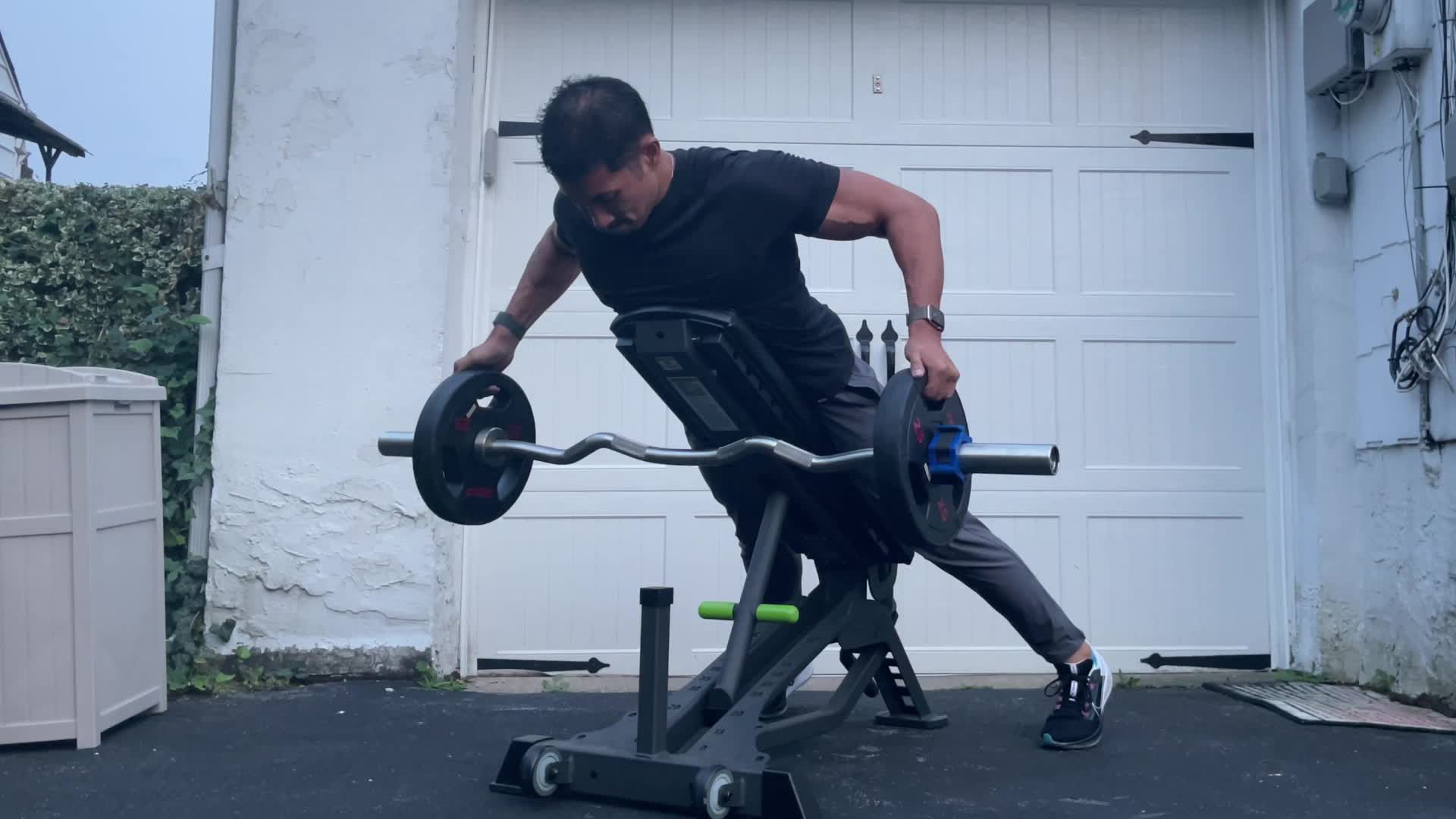 Build a Superhero Back with the Reeves Incline Row