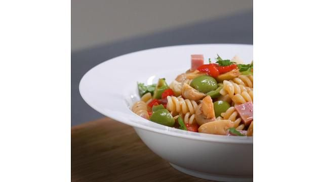 This Delicious Quick-Cooking Pasta Salad Will Help You Bulk Up