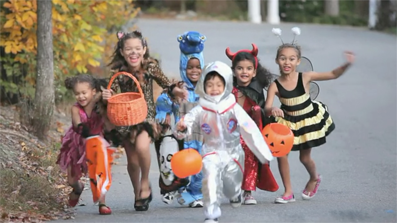 A California Woman's Rant Against Her Neighbors Buying 'Cheap' Halloween Candy Is Going Viral