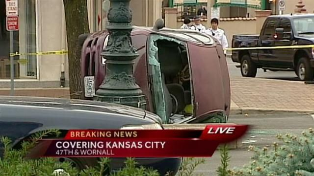 1 seriously hurt in wreck on Country Club Plaza
