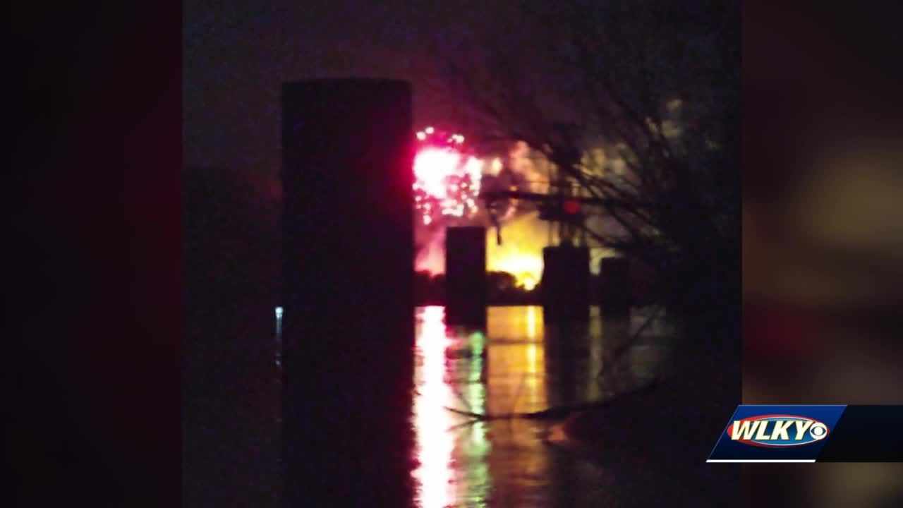 Witness says screaming could be heard after boat crash on Ohio River