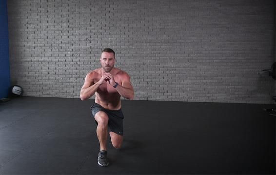 You Can Do This 5-Move Total-Body Workout Anywhere
