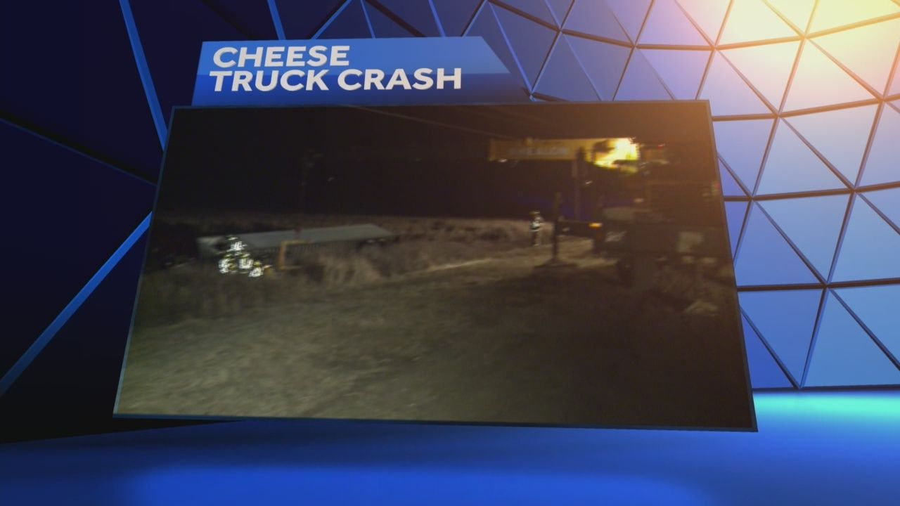 Hwy 33 remains closed at County P due to overnight crash