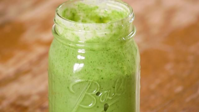 ​This Make-Ahead Cinnamon-Almond Green Smoothie is Delicious
