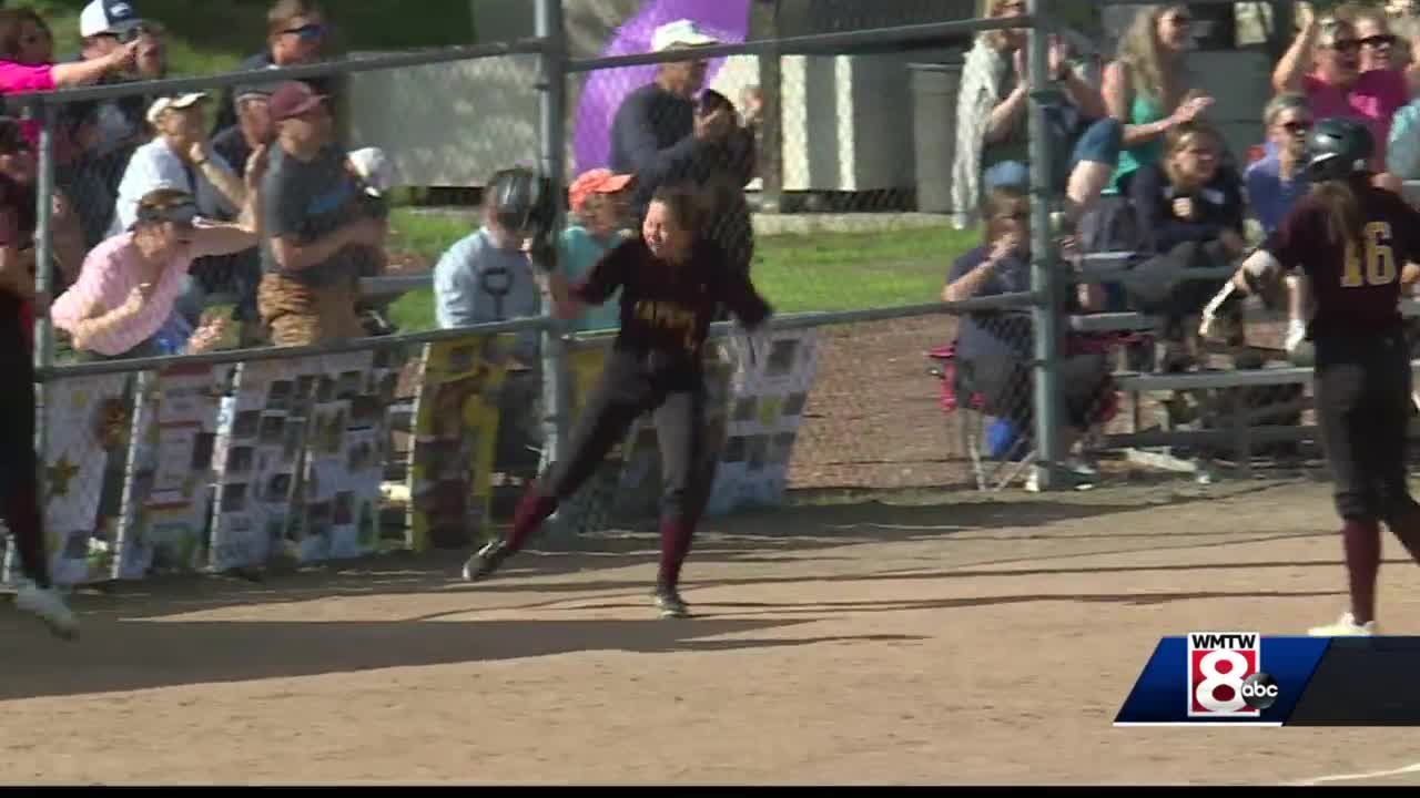 Freeport and Cape advance on the diamond in 'B' south