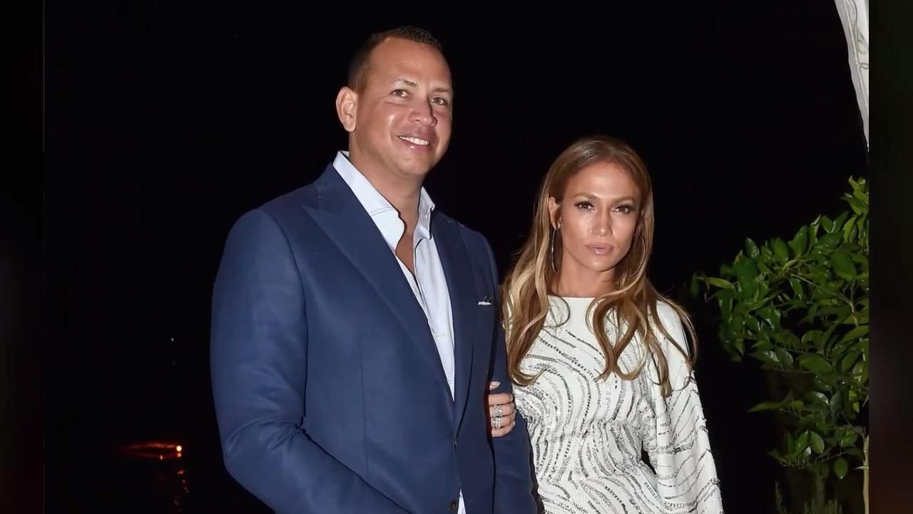 Jennifer Lopez Just Showed Off Her Toned Abs While Doing 'Karate' On Alex Rodriguez's Instagram