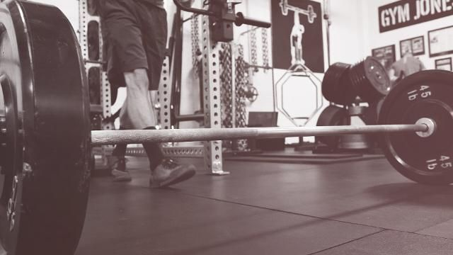 Get a Total-Body Workout With This Deadlift and Bench Press Circuit