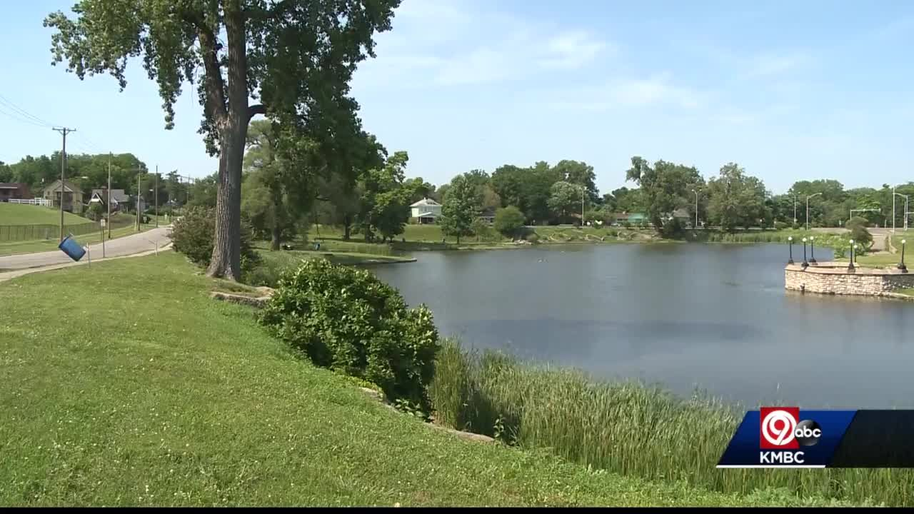 Health officials warn people to stay out of Big Eleven Lake in Kansas City, Kansas