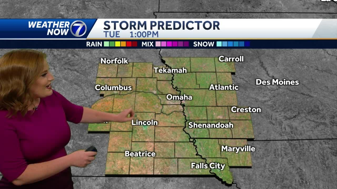 Hot temperatures stick around, few chances for storms