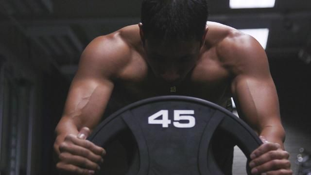 3 Weighted Plate Exercises That Will Absolutely Destroy Your Core