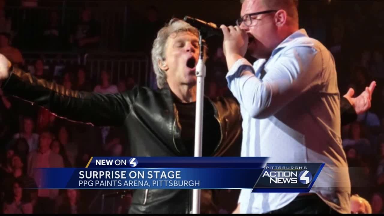 Bon Jovi brings fan on stage to sing in Pittsburgh, and he crushes it