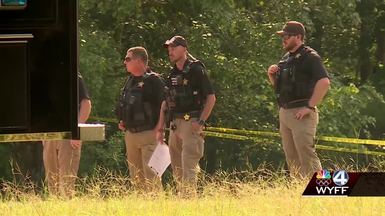 3 dead, including girl, after shooting deputies say; search on for man with neck tattoos