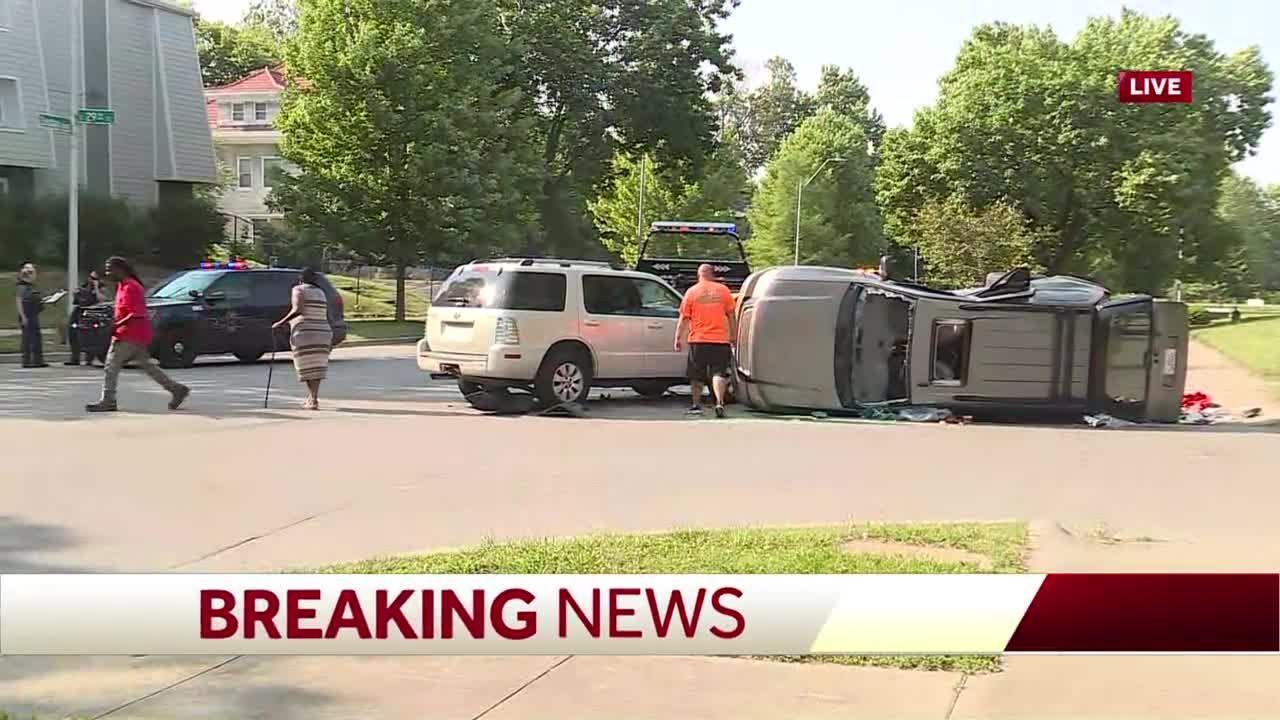 4 hurt in crash Friday at 29th, Benton in Kansas City