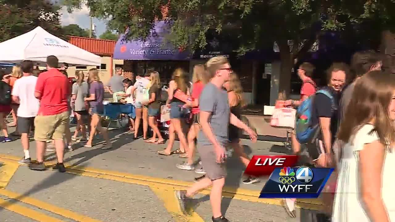 Clemson begins classes; kicks off school year with unity event