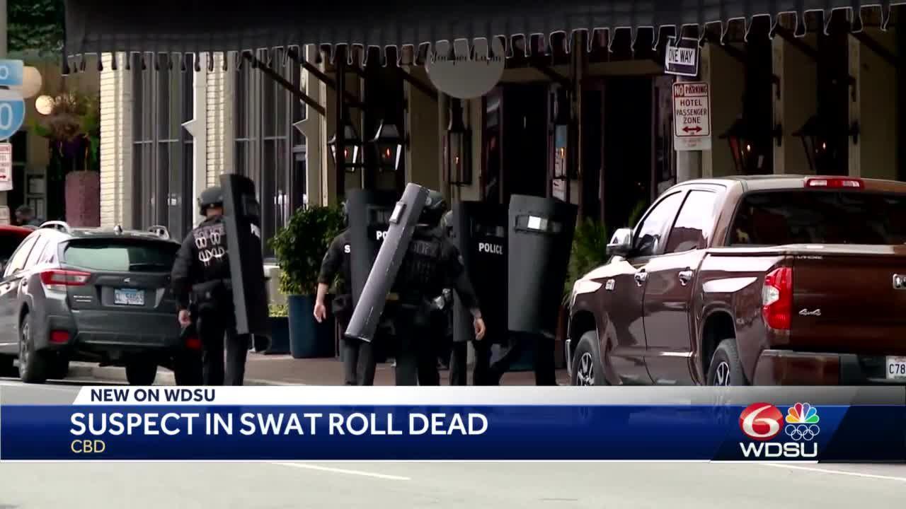 Suspect in SWAT roll dies