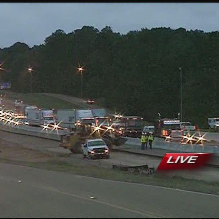 Crash backs up traffic on I-55