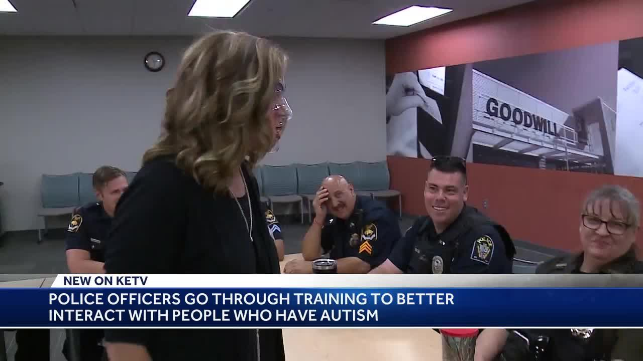 Why Police Need Training To Interact >> Police Officers Go Through Training To Better Interact With People