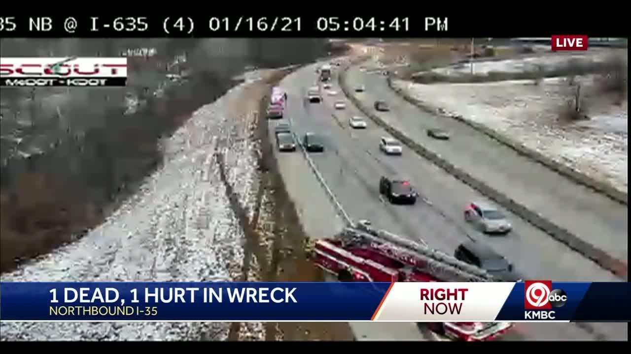 1 dies in crash Saturday on I-35 near I-635