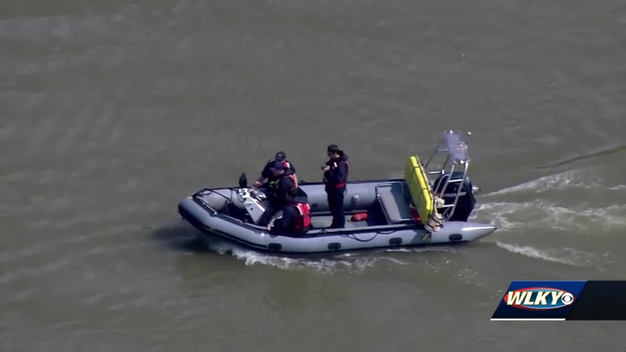 Recovery efforts reach 24-hour mark for 2 people missing after boating accident on Ohio River
