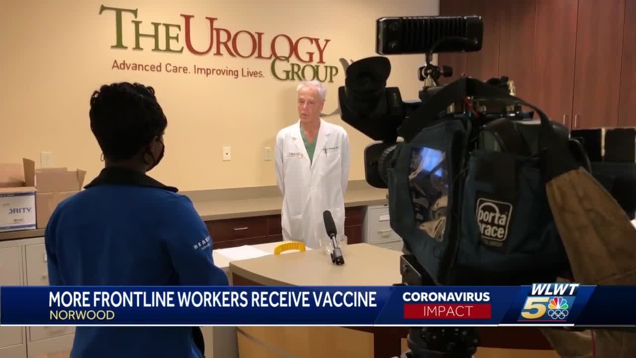 More frontline workers receive COVID-19 vaccine