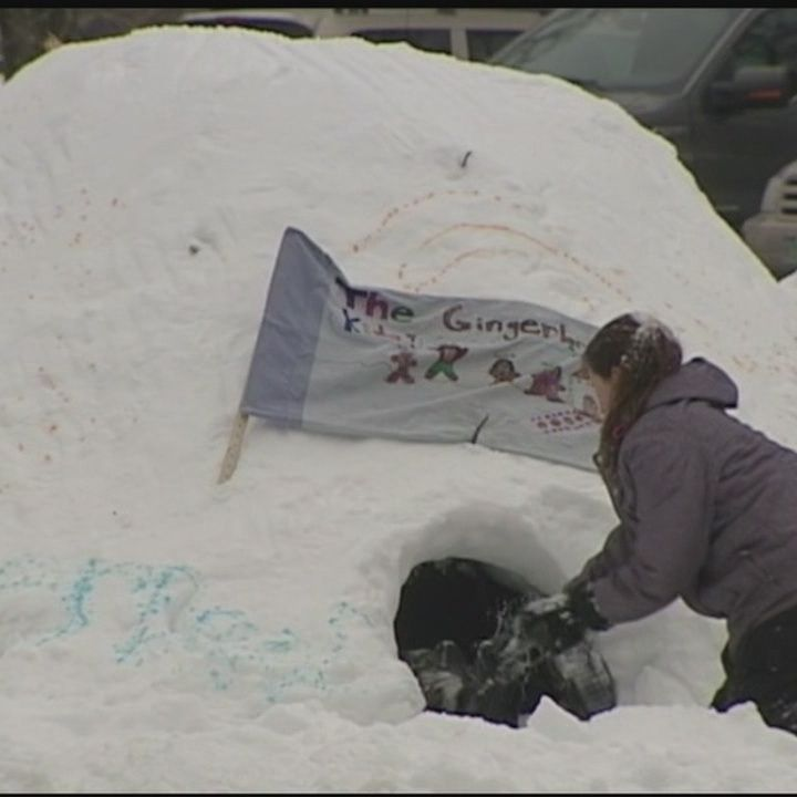 Middle schoolers build igloos for class
