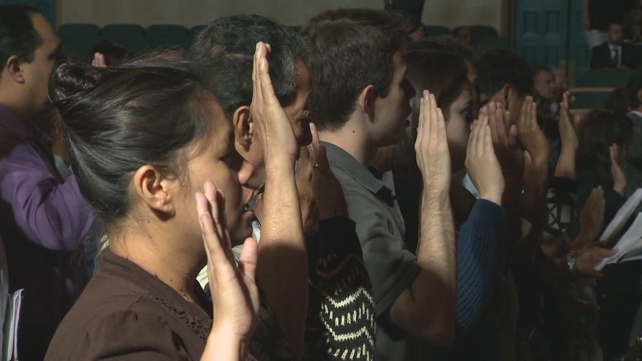 New U S  citizens sworn- in at Sacramento ceremony
