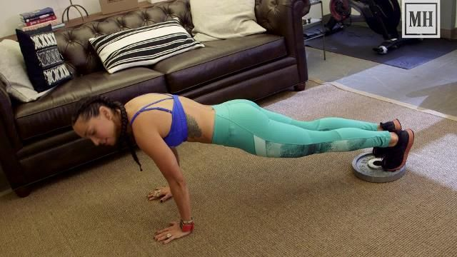 This Variation on the Classic Plank Will Give You a Stellar Six-Pack
