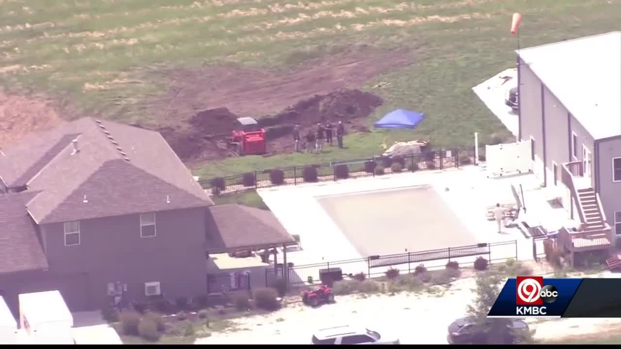 Federal agents, police search Grain Valley property where human remains found
