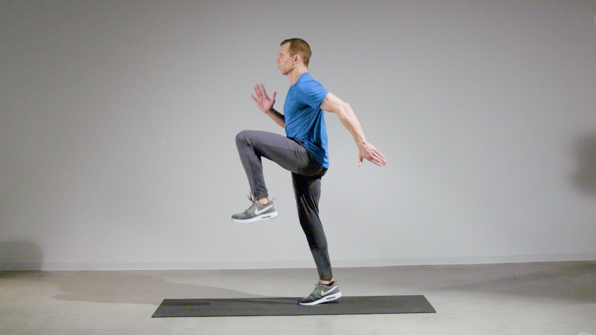 This Bodyweight Mobility Workout Can Build Strength in Less Than 20 Minutes