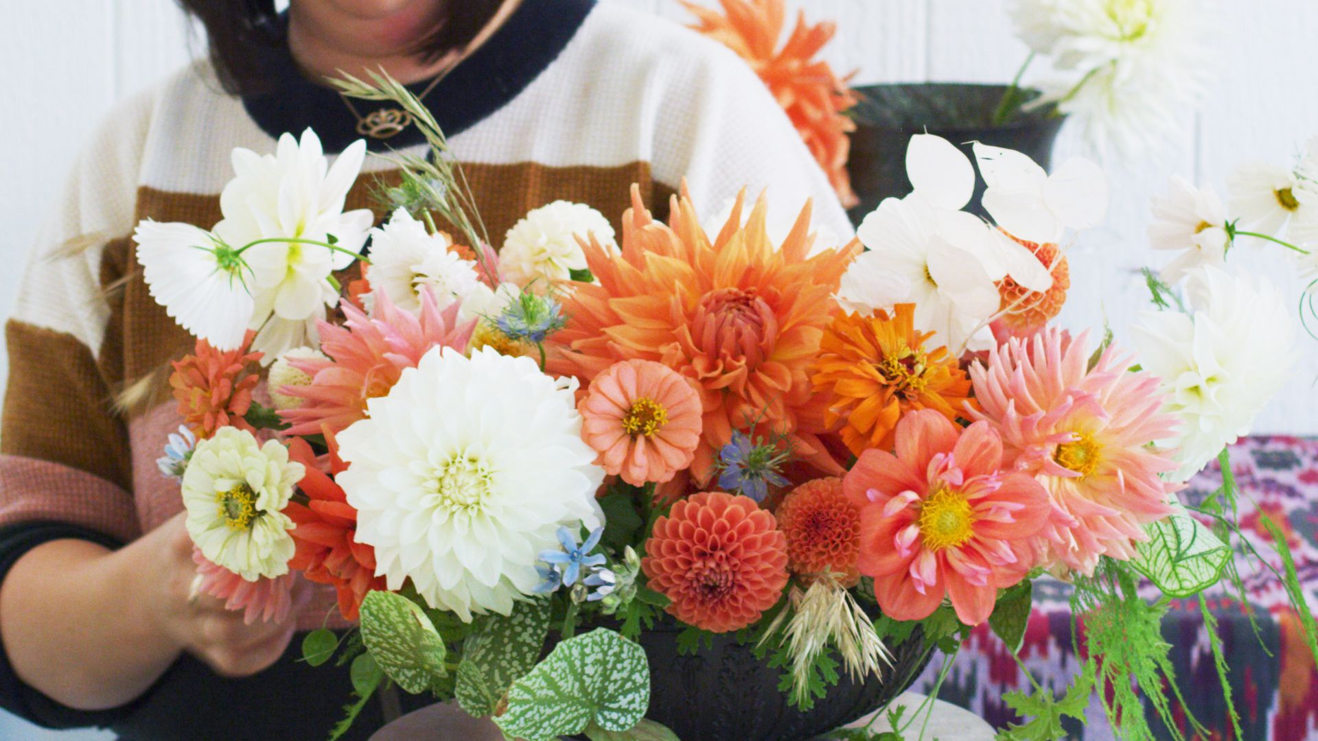 How to Create a Thanksgiving Floral Centerpiece That'll Impress Your Guests
