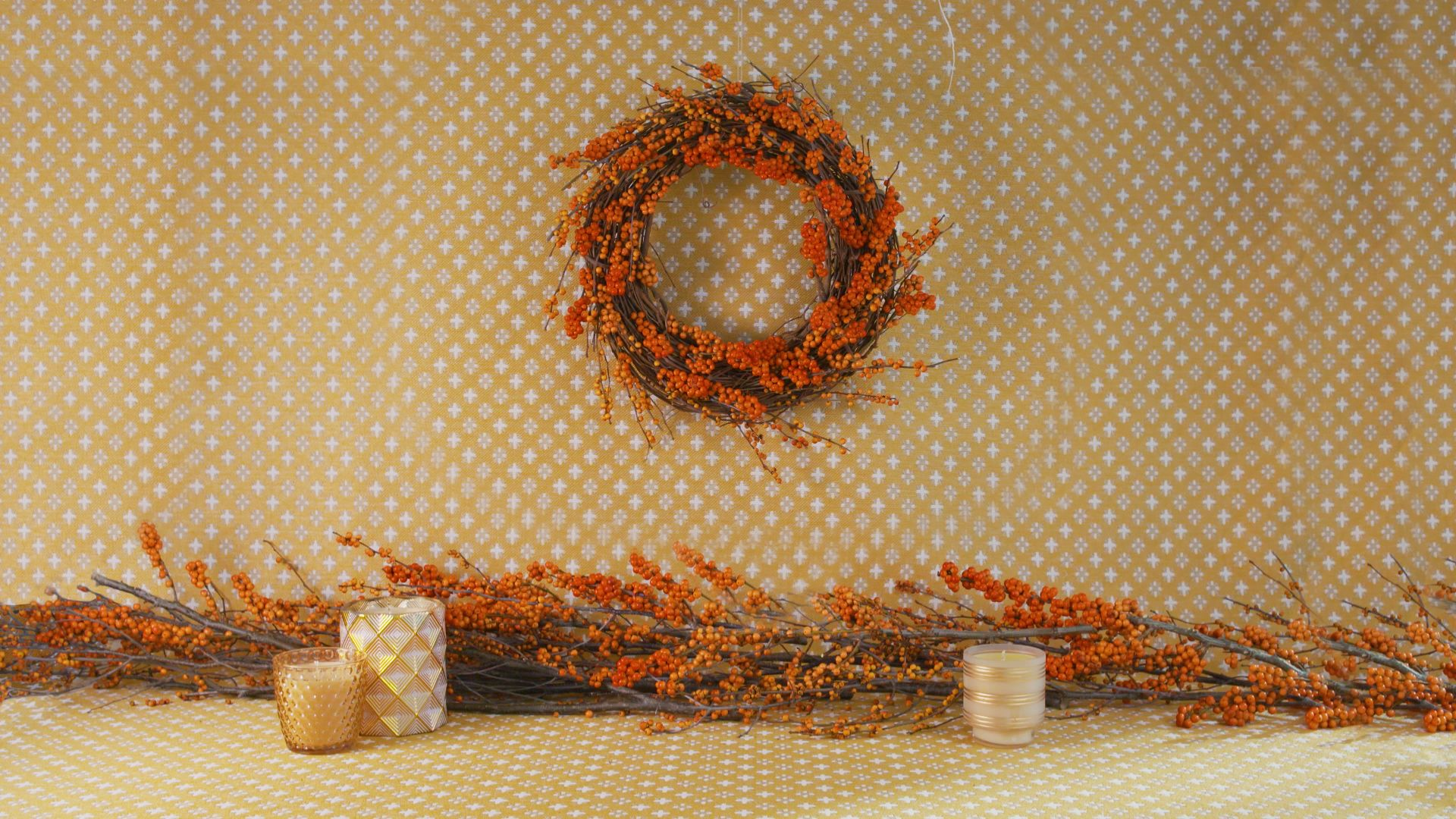 Watch Spray-Painted Ferns Turn a Christmas Wreath into a Centerpiece Year-Round