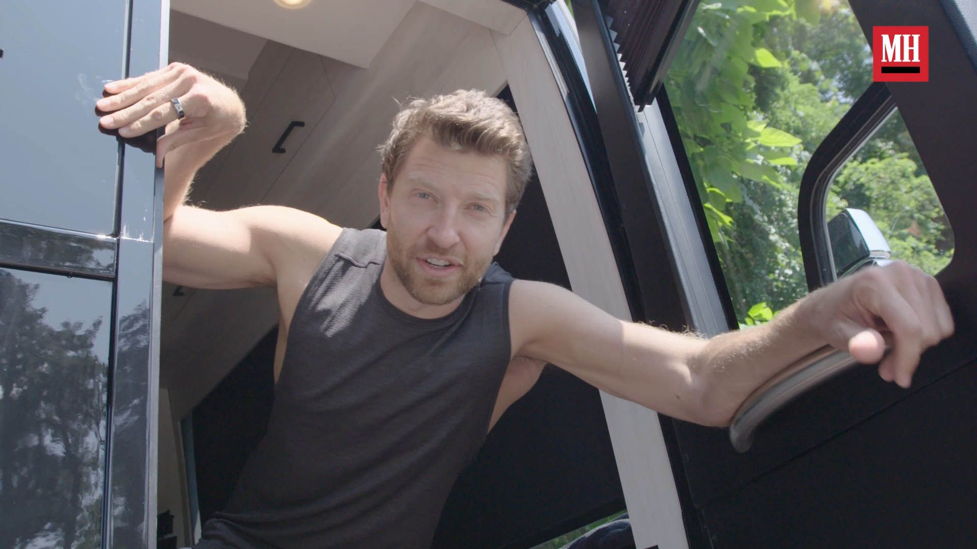 How Country Star Brett Eldredge Eats and Stays Fit on the Road