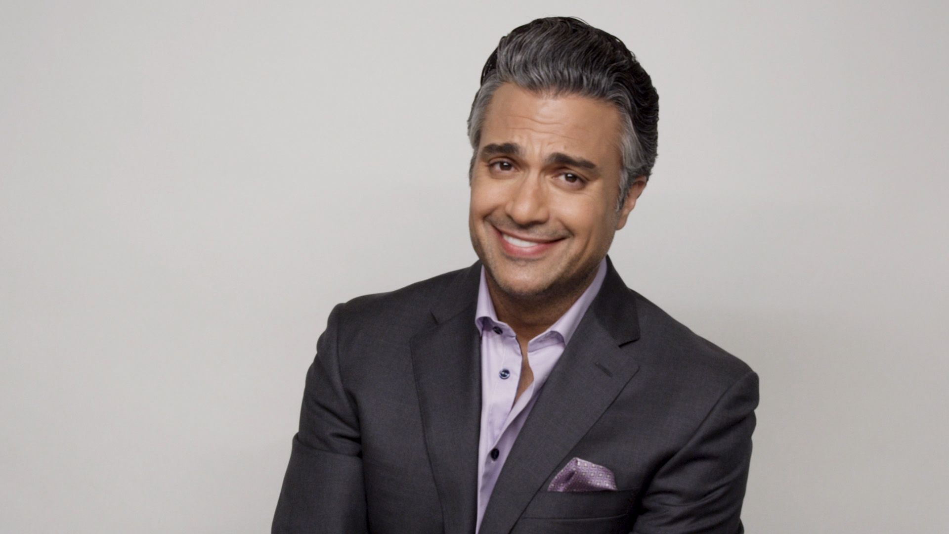 Jane the Virgin's Rogelio Reveals Who He'd Rather Get His Nails Done With: Oprah or Gayle