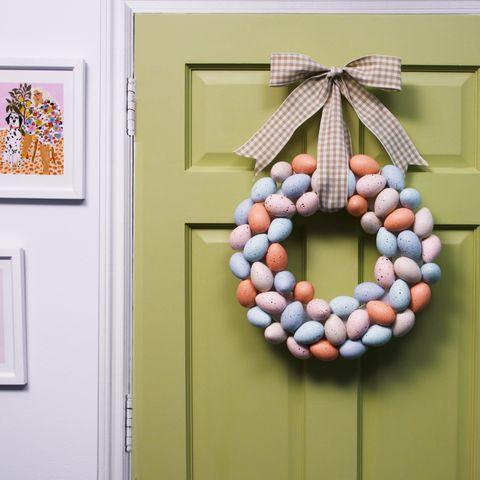 wreath, christmas decoration, leaf, room, twig, interior design, ornament, plant, interior design,