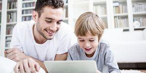 Supervisión parental en uso tablet