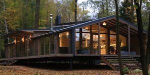 Cabaña prefabricada en el bosque