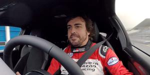 Fernando Alonso prueba el Toyota GR Yaris