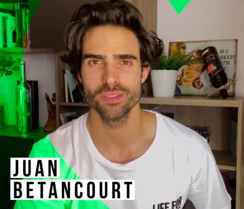 juan betancourt con la camiseta solidaria contra el covid 19 de wildreamers y mensajeros de la paz