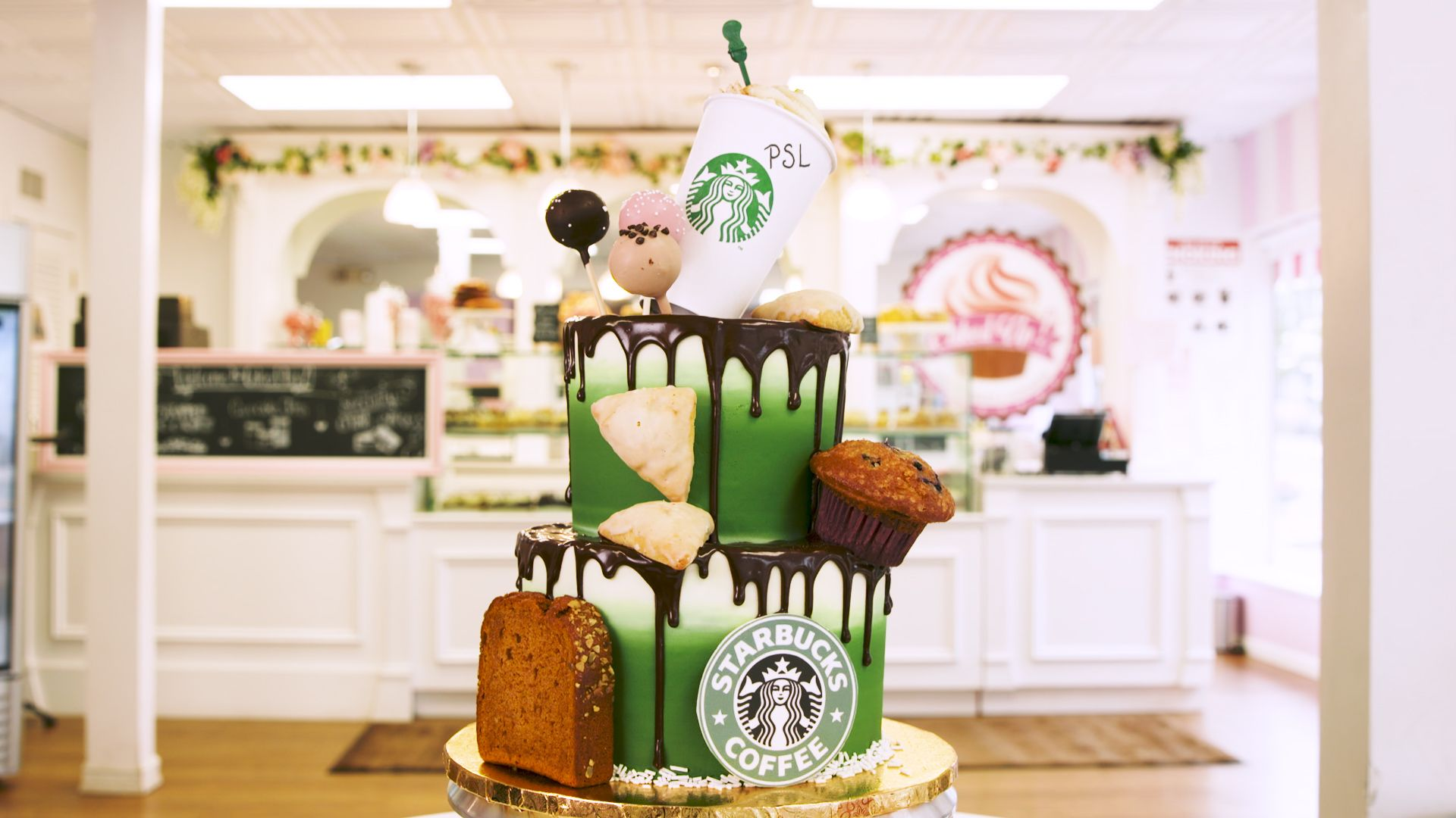 WATCH Starbucks Lovers Will Be Hypnotized By This Cake