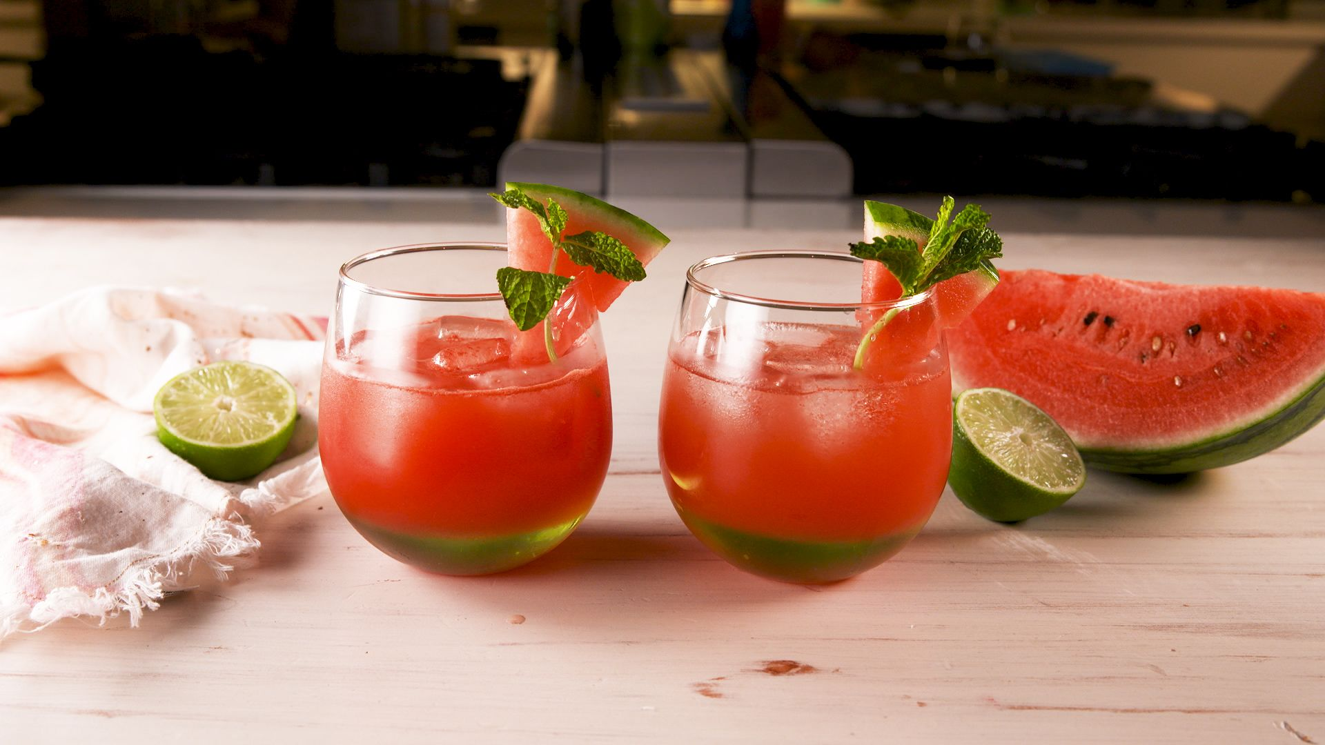 Perché il cocktail bicolor all'anguria si candida ad essere il drink definitivo della tua estate