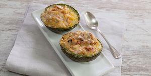 Aguacates al horno con queso y jamón