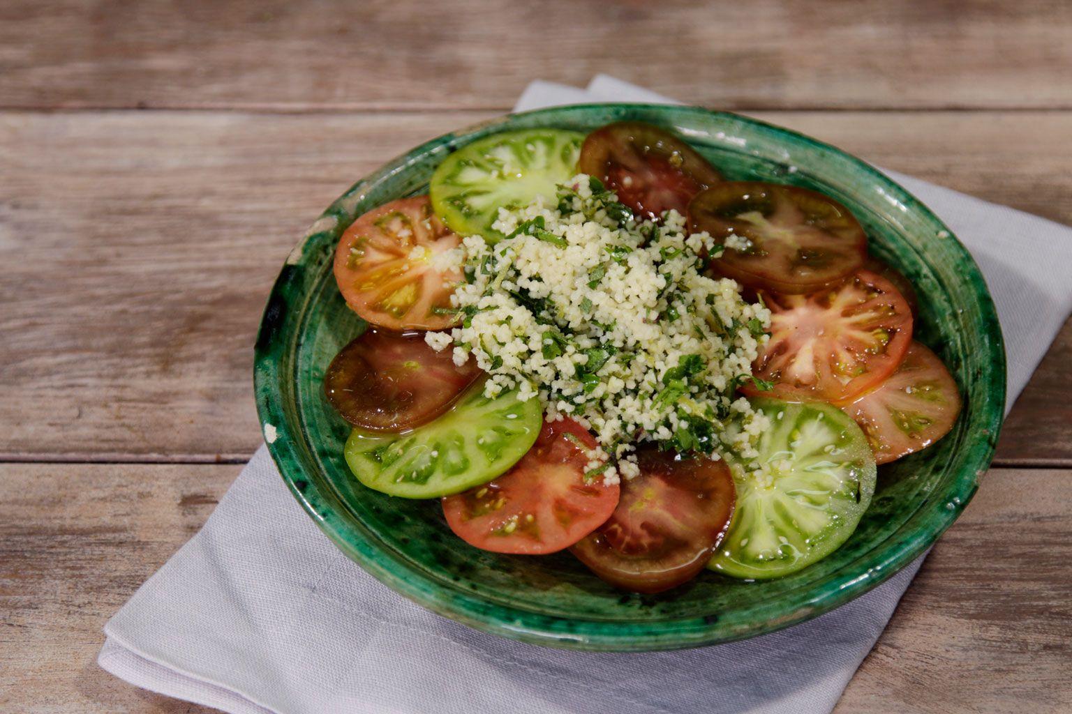 Ensalada de tomates y cuscús de lima y hierbas #recetasfácilesELLE