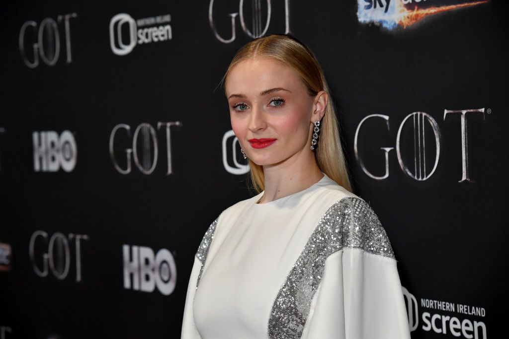 Sophie Turner Wore a Crop Top and Jeans on the Red Carpet but Made It Fashun