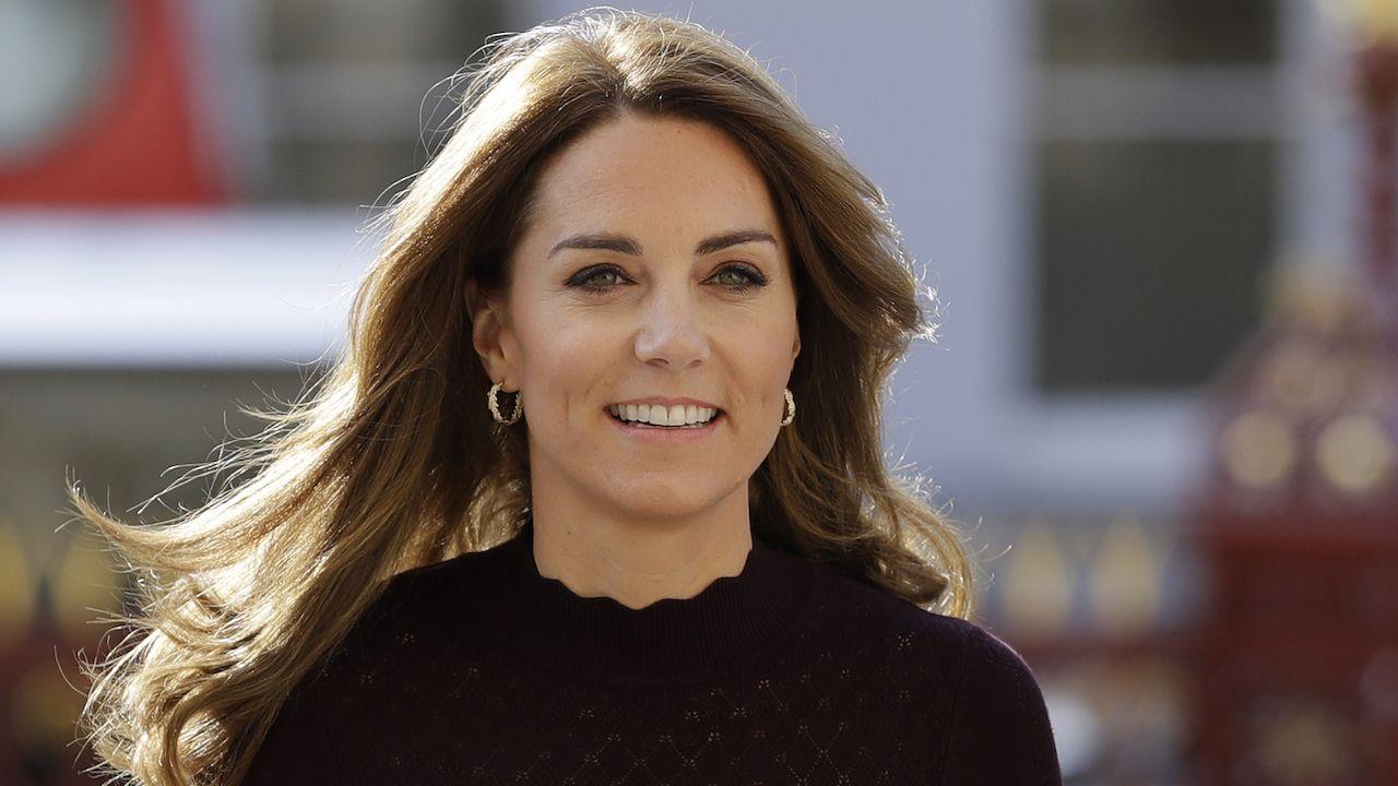 Nel vestito blu di Kate Middleton c'è la lezione di stile dell'Autunno Inverno 2019 2020 ma anche classe, rispetto, etichetta (etc.)