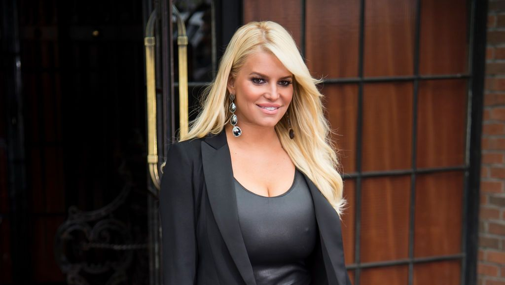 Jessica Simpson Glows While Wearing No Makeup In Anniversary Instagram With Husband Eric Johnson