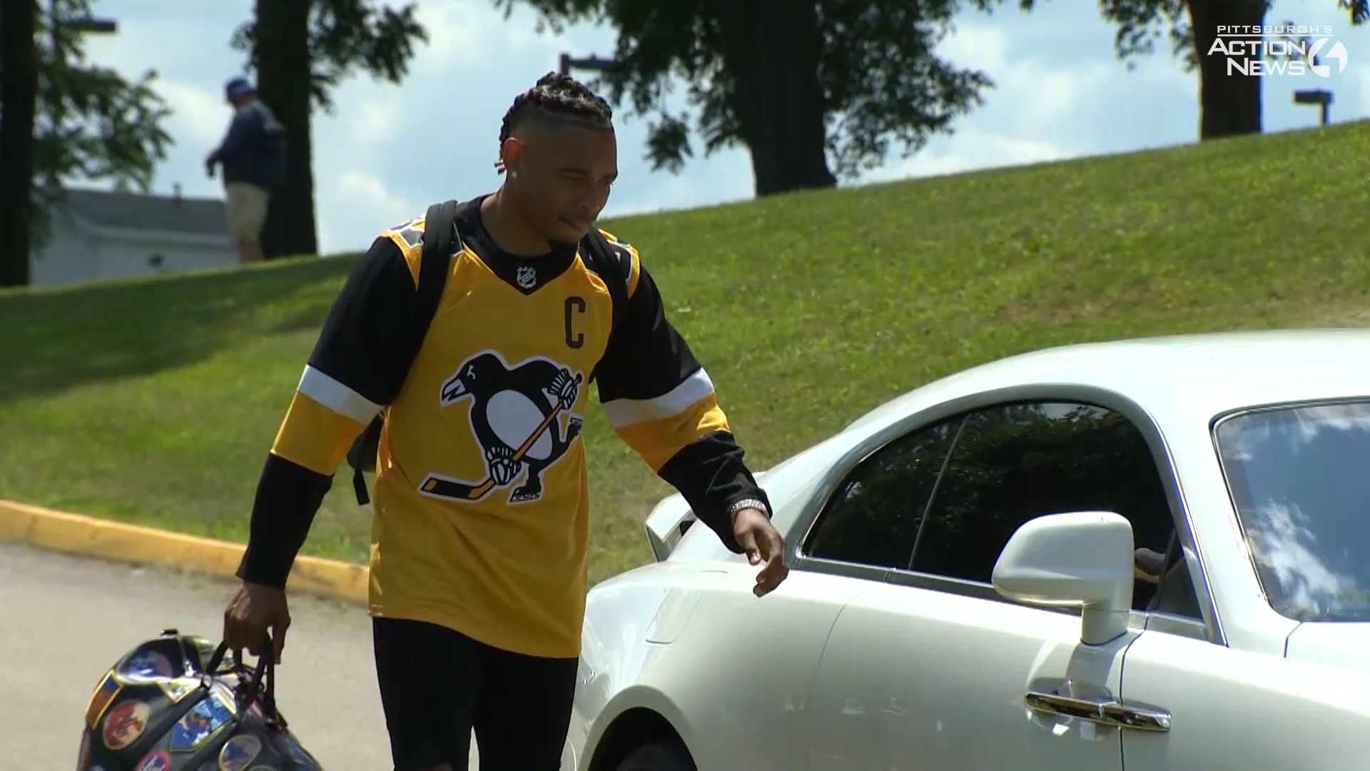 new concept 446fd 5c61d Steelers training camp: Joe Haden arrives in Rolls-Royce, Sidney Crosby  jersey, black and gold Jordans