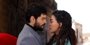 Hercai trailer con Ebru Sahin y Akin Akinözü