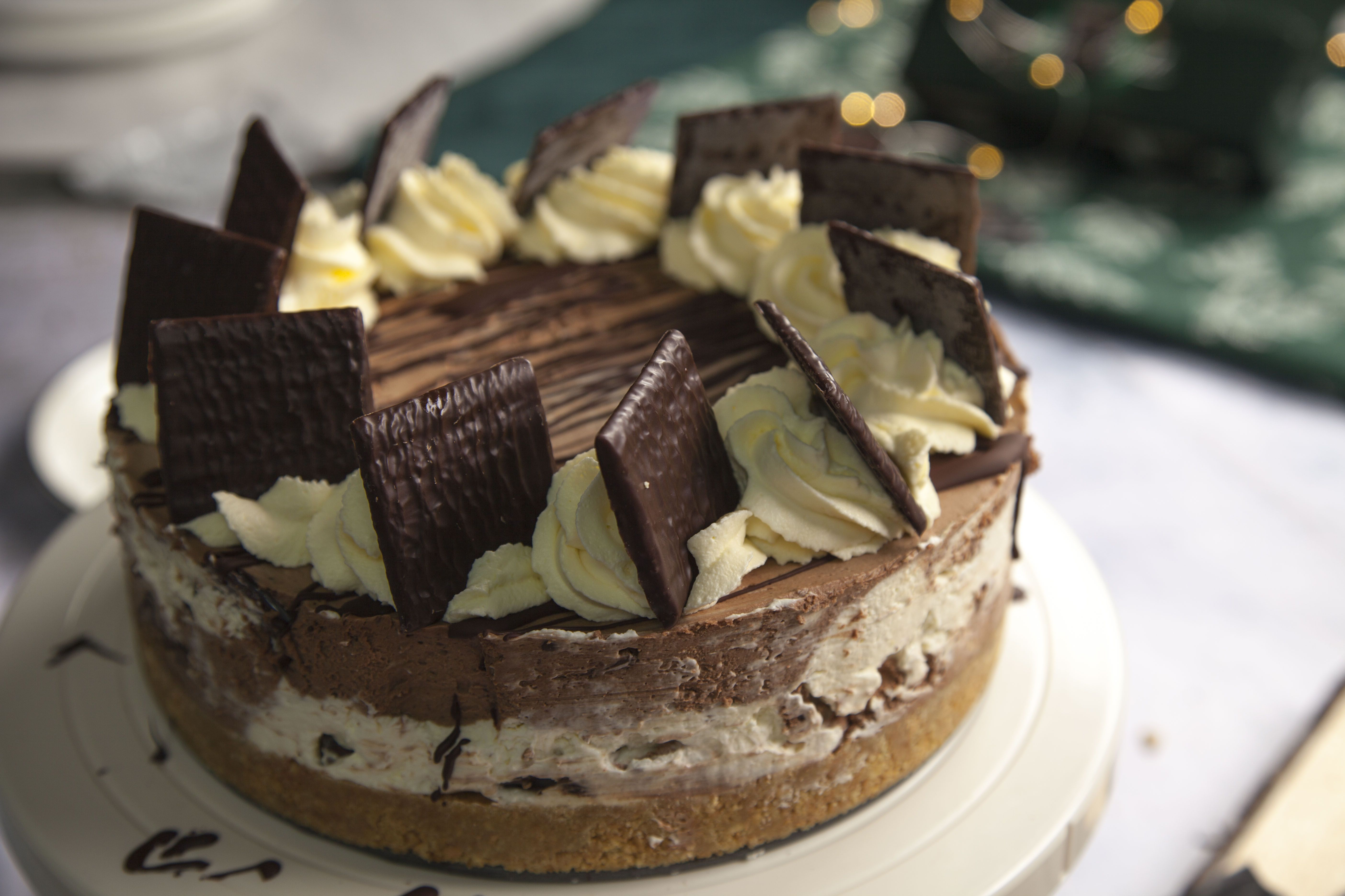 This eight ingredient After Eight cheesecake is the perfect recipe for Christmas
