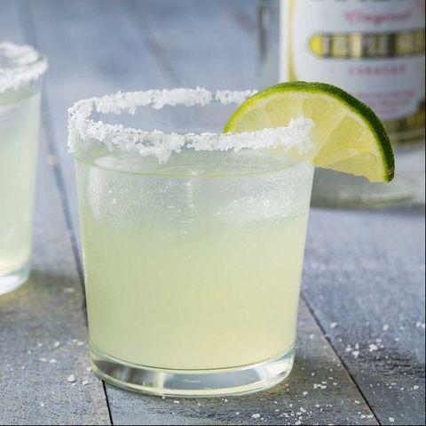 drink, lemon lime, lime, lemonsoda, limeade, limonana, alcoholic beverage, paloma, rickey, food,